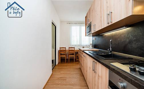Pronájem bytu 3+1, 62 m², Zárubova, Praha 12 - Kamýk