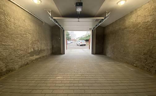Pronájem garáže 26 m² se sekčními vraty, Jiřího z Poděbrad, Jihlava