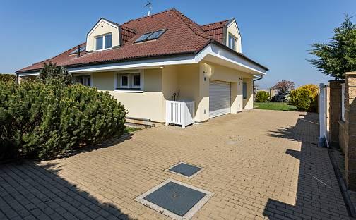 Prodej domu 338 m² s pozemkem 844 m², Praha 15 - Dubeč