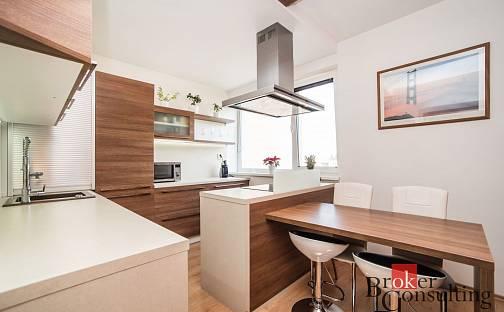 Prodej bytu 3+1, 87 m², Spálená, Karlovy Vary - Doubí
