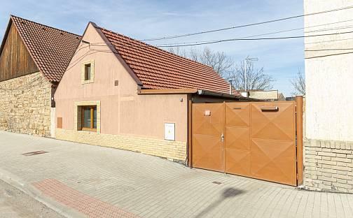 Prodej domu 133 m² s pozemkem 243 m², Karlovarská třída, Kamenné Žehrovice, okres Kladno