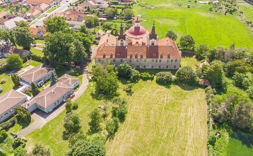 Prodej domu (jiného typu) 3500 m² s pozemkem 5732 m², Masarykovo nám., Nové Dvory, okres Kutná Hora