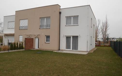 Pronájem domu 150 m² s pozemkem 400 m², Škarvadova, Praha