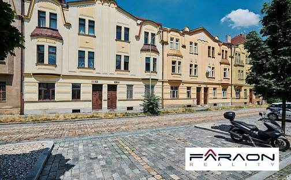 Pronájem nájemního domu, činžáku, 369 m², Na Petynce, Praha 6 - Střešovice