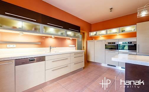 Prodej domu 297m² s pozemkem 983m², U kapličky, Olomouc
